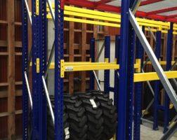 Regal für Reifen